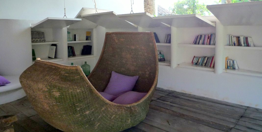 Anders arbeiten: Jürgen übersetzt Bücher für deutsche Buchverlage von Mexiko aus. Zum Lesen macht er es sich am liebsten auf diesem Outdoor-Sofa bequem.