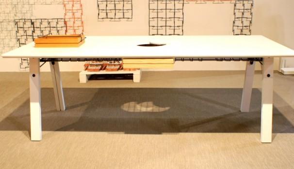 Schlichtes Bürodesign: Schreibtisch von ObjectStudio London.
