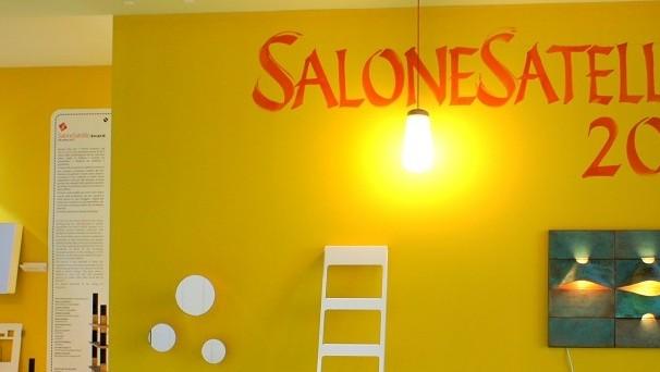 Im SaloneSatellite stellen kreative Jungdesigner ihre Kollektionen vor.