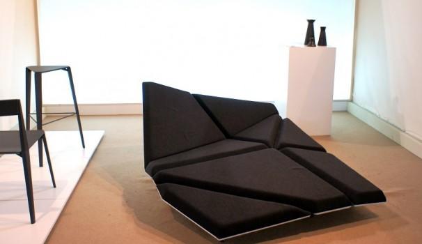 Alexander Rehn bietet mit seinem Polstermöbel eine stilvolle Alternative zum normalen Bürosofa.