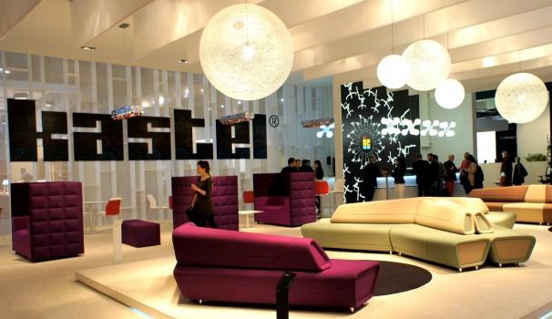 Kastel bietet farbenfrohe Loungemöbel.