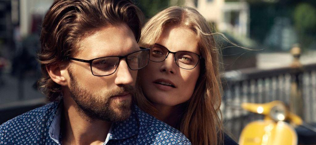 Wie wär's mit einer schlichten Brille zum gemusterten Hemd?