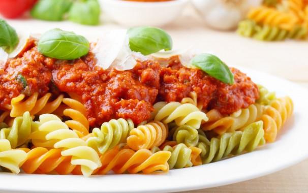 Pasta ist ungesund? Nicht unbedingt. Mit der richtigen Gemüsesoße wird sie zum gesunden Mittagessen.