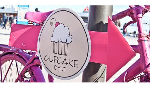 Direkt am Fähranleger von Sylt nach Dänemark verkauft Isabell Lorraine Arrenberg in ihrem kleinen Laden CUPCAKE SYLT köstliche Kleinigkeiten.