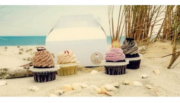Die perfekte Verschnaufpause? Mit einem kleinen Kuchen das Meer am Strand von Kampen genießen!