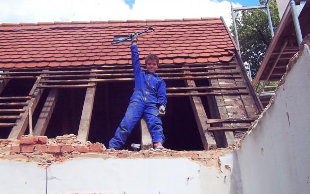 Der einzige Mann auf der Baustelle, der sich nicht von einer Chefin beirren ließ: Neffe Lukas.